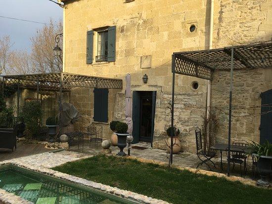 Aimargues, Francia: Autre point de vue avec fenêtre de ma chambre