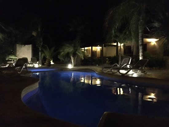 Bridanda Apartments Bonaire: Pool bei Nacht