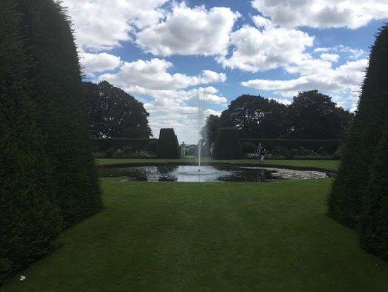 Renishaw, UK: Fountain in the gardens