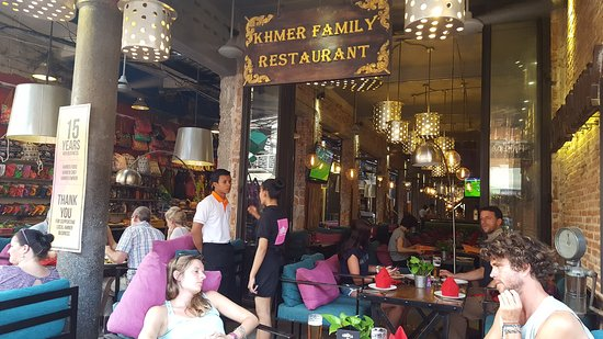 Khmer Family Restaurant: Interior