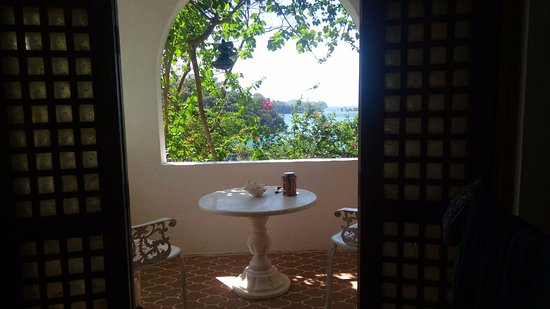 Kalaw's Place: Annex room - balcony / dining