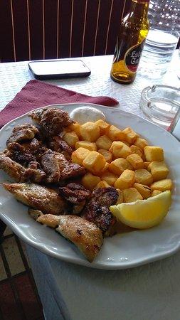 Archidona, Spanien: racion churrasco de pollo