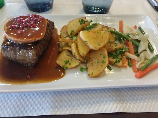 Villemomble, France: tournedos rossini et foie gras