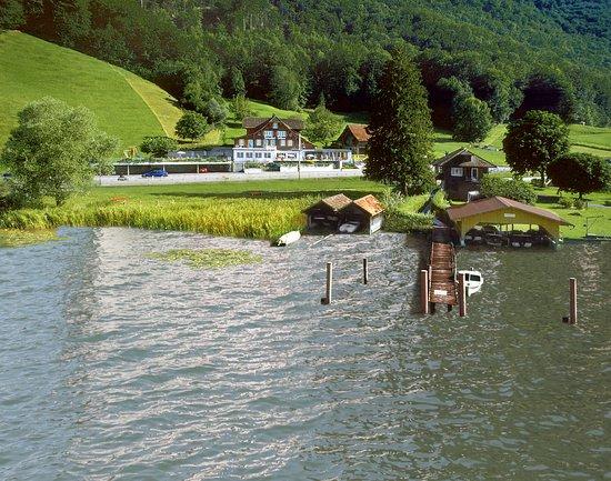 Giswil, Suiza: Am Ufer des Sarnersee's...Im Herzen der Schweiz. Ausgezeichnete Fischküche. Renovierter Landgast