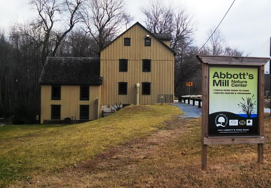 Milford, DE: Mill and entrance sign