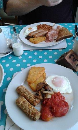 Bromyard, UK: Vegetarian breakfast (front) and medium normal breakfast