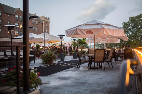West Point, Estado de Nueva York:  The only rooftop bar with views of the Hudson from Manhattan to Albany!