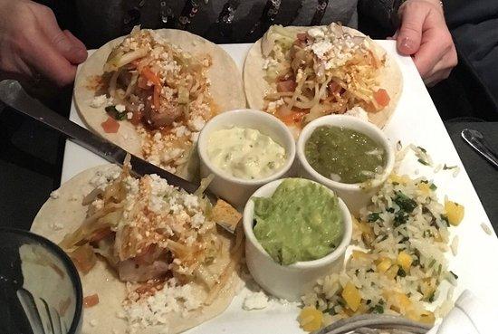 Boatyard Pizzeria & Grill: Fish tacos