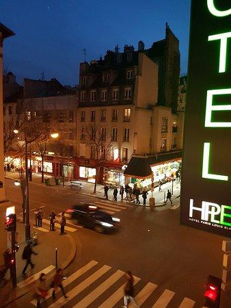 Hotel Paris Louis Blanc: Aucun bruit de la ville avec la fenêtre fermée.