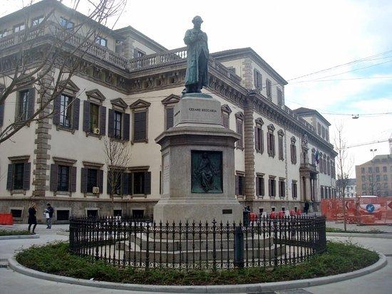 Monumento a Cesare Beccaria