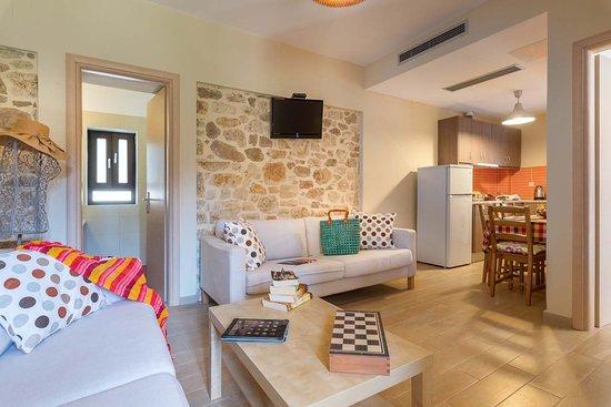 Entrance - Picture of Hotel Mikros Paradisos, Syvota - Tripadvisor