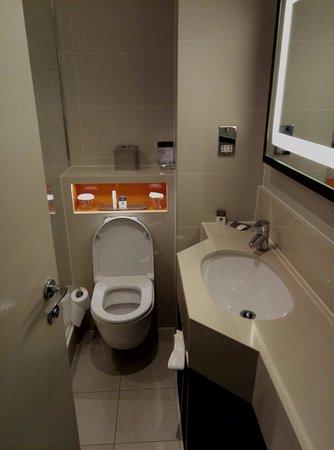 DoubleTree by Hilton London Ealing: Bagno