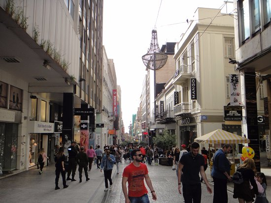 Ermou Street : Shops to the left, shops to the right
