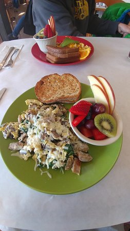Scotts Valley, CA: Scramble with sausage and cheese and GF bread!