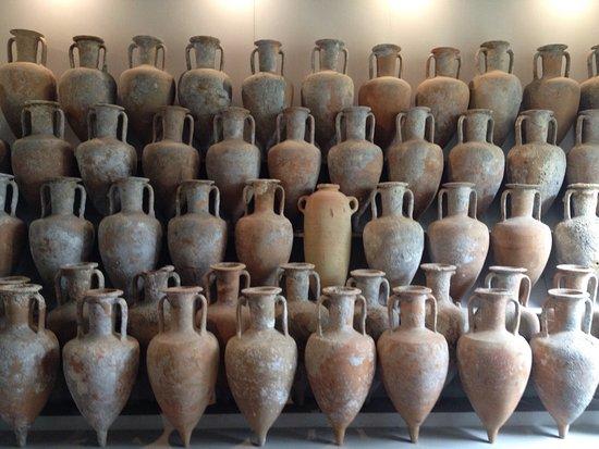 Anfore e vasi greco romani foto di museo archeologico for Vasi antichi romani