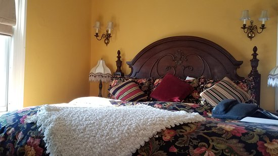 Stanhope, NJ: Comfy bed in the Walnut Valley Suite