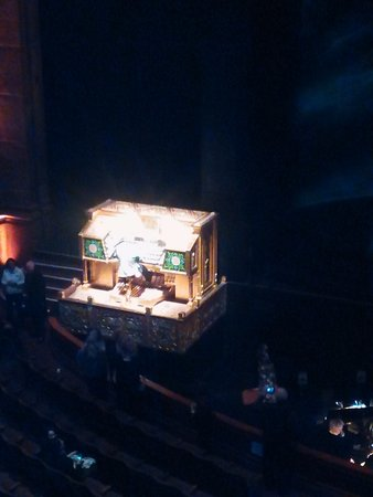Fox Theatre: The organ lowers into the floor when not in use