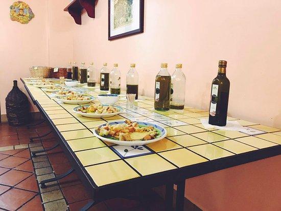 Zafferana Etnea, Włochy: Oil tasting