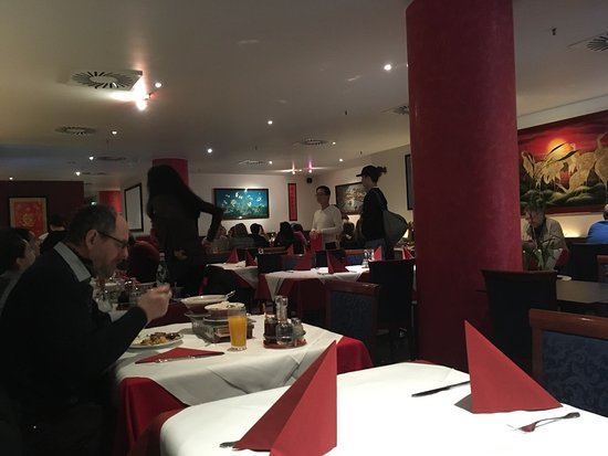 Kam Yi: Good food authentic Chinese dim sum, chicken gong pow, Ente knuspryh, etc