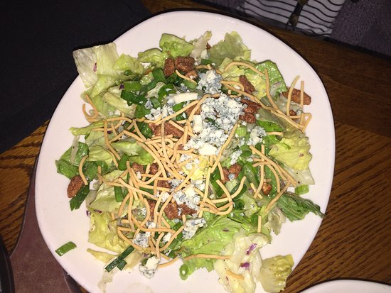 Outback Steakhouse: Blue Cheese Pecan Salad