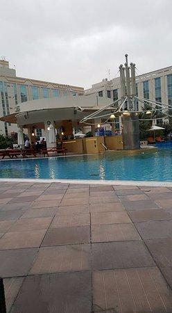 Copthorne airport hotel dubai united arab emirates - Dubai airport swimming pool price ...