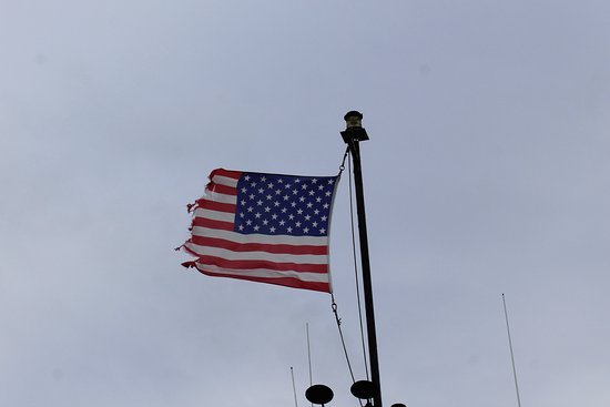 LA Waterfront Cruises: Please replace the flag!