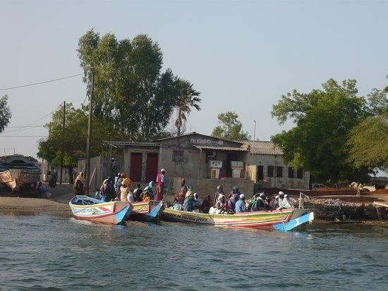 Mar Lodj, Senegal: départ en pirogue vers le campement