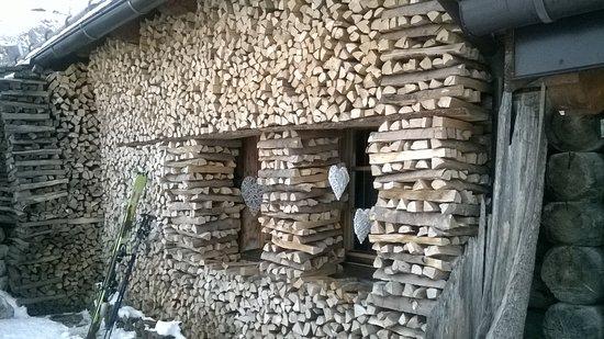 Rifugio Friedrich August: Mai vista la legna sistemata così