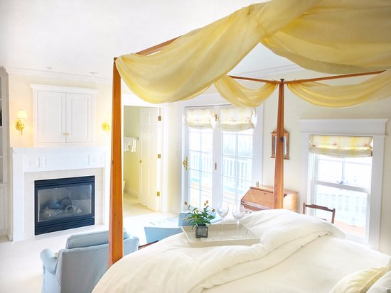 Ephraim, WI: Daylily Suite