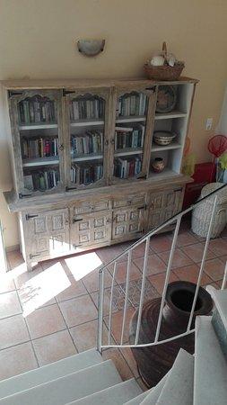 Yialos, Hellas: Free library