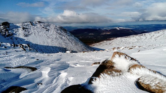 Peak Mountaineering Day Tours: The mountains in winter