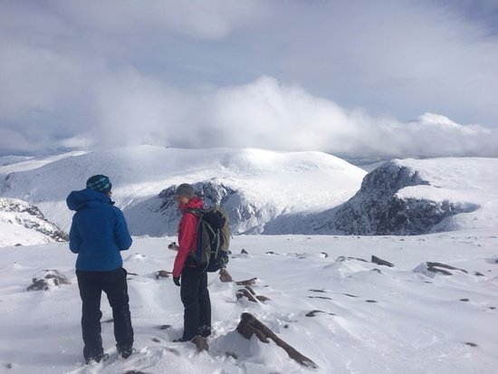 Peak Mountaineering Day Tours: Winter Hill skills course