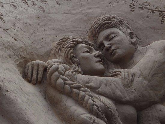 Mysore Sand Sculpture Museum: A romantic scene