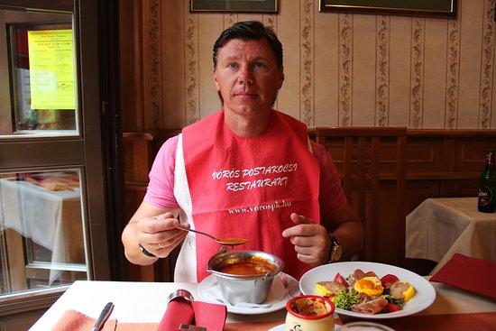Vörös Postakocsi étterem: такой слюнтявчик вам повяжут