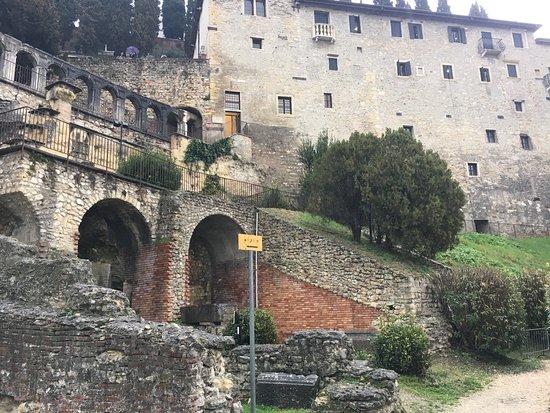 Teatro Romano: photo2.jpg