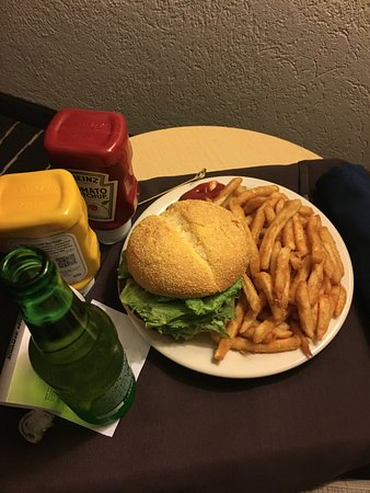 Wilsonville, OR: My hot and delicious room service burger! Giant!