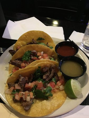 Wilsonville, OR: Taco Tuesday and Karaoke! Really good tacos!