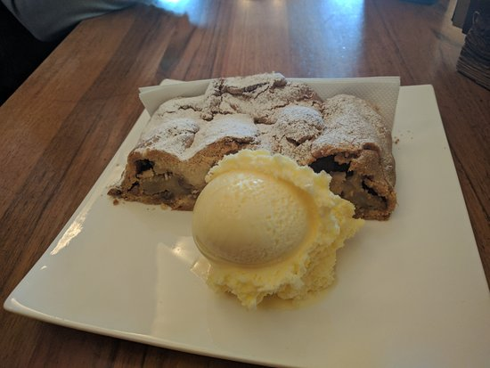 Cafe Corso : Apple strudel with vanilla ice cream