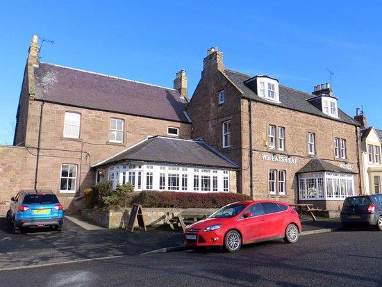 Swinton, UK: Front view of hotel