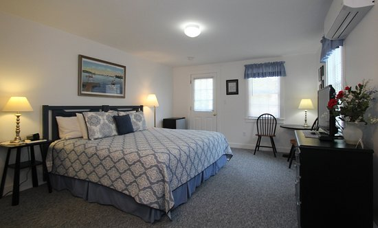 West Harwich, MA: The Tern Inn Deluxe King Guest Room