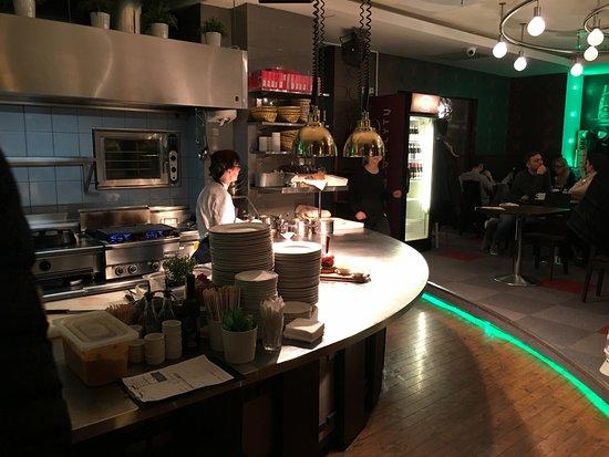 La cucina picture of zoe 39 s bar grill vilnius for Cucina zoe
