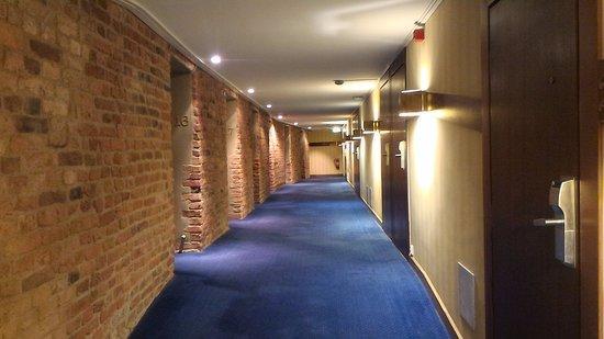 First Hotel Reisen: corridoio delle camere