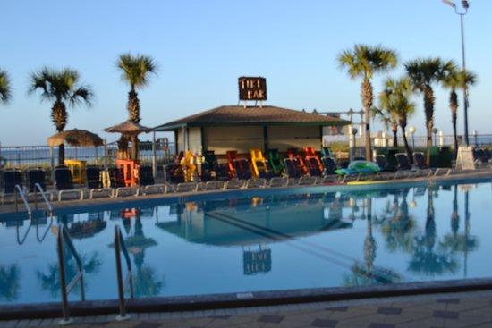 The Summit Iniums Pool With Tiki Bar