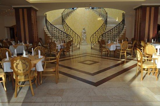 duni marina royal palace salle a manger dans le hall du marina royal palace