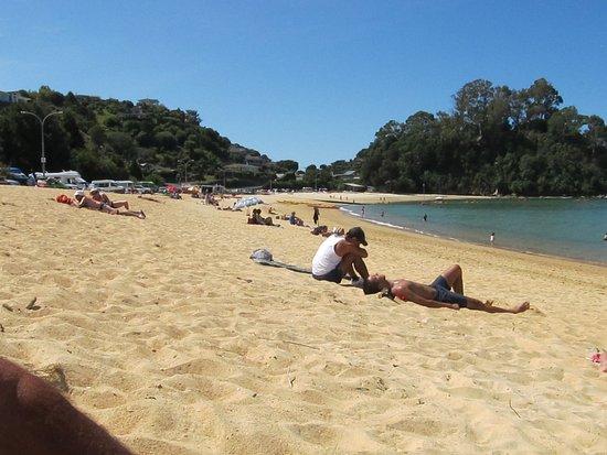 Kaiteriteri Beach: Enjoying the beach