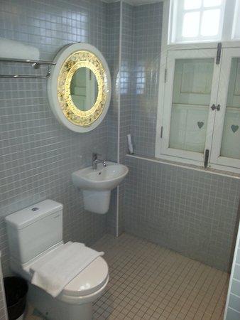 The Porcelain Hotel: Bad/ Dusche vom Einzelzimmer