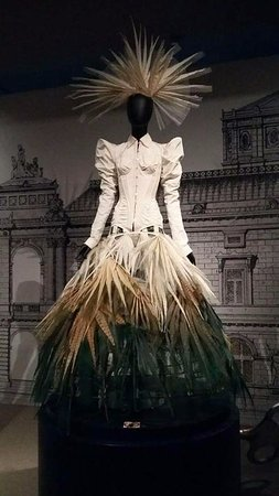 Museum of Costume and Lace: Just married