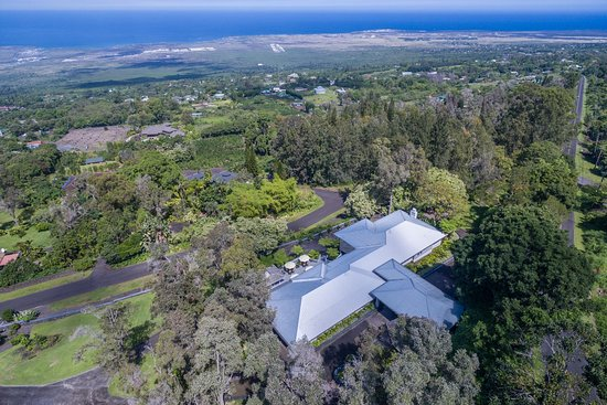 Ohi'a Park Estate with view over the Pacific