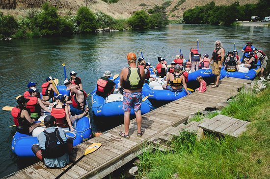 Maupin, OR: The only company on the entire Deschutes River with their own private dock.