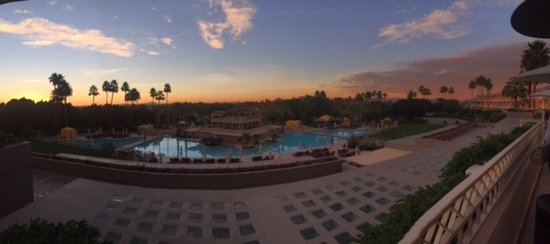 The Phoenician, Scottsdale: Sunrise view from the lobby